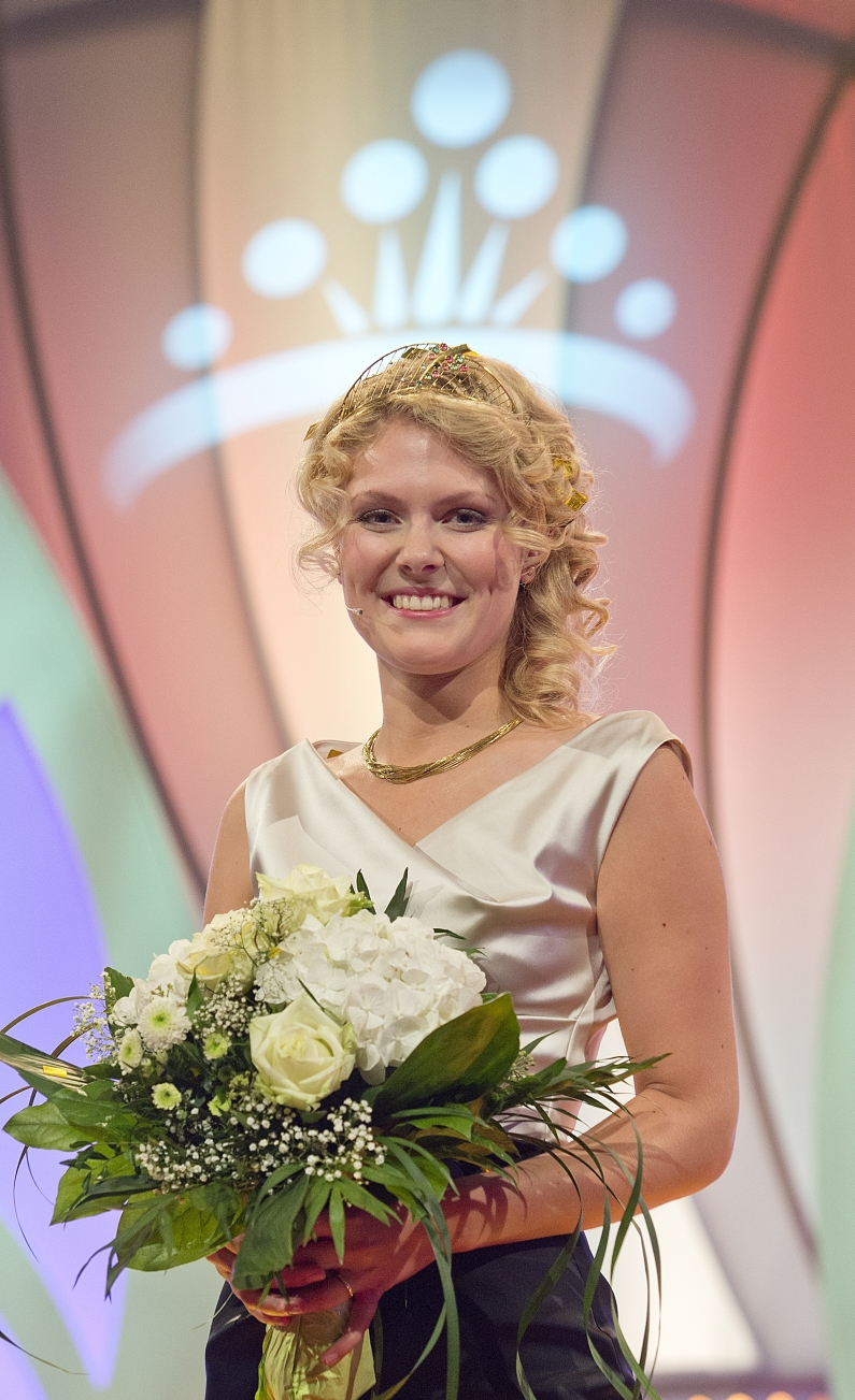 Deutsche Weinkönigin 2014 Janina Huhn - Foto: Torsten Silz/DWI
