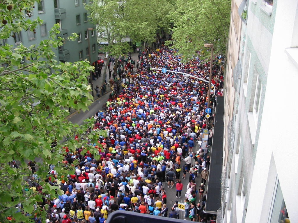 Mainz Marathon 1 by Gruenschuh via Wikimedia Commons