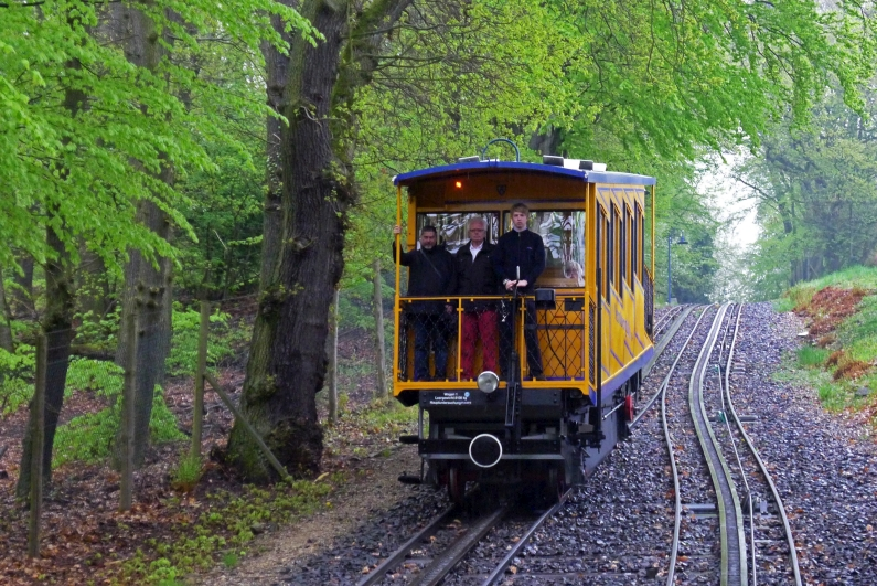 Nerobergbahn im April 2013 - Foto by James Steakley