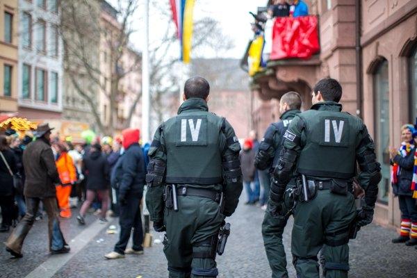 Polizeikräfte an Fastnacht in der Mainzer Innenstadt - Foto Polizei Mainz