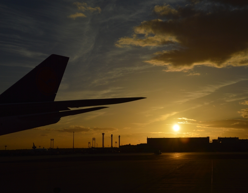 Sonnenuntergang Frankfurter Flughafen - Foto gik